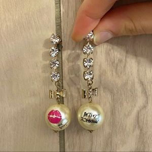 NWOT Betsey Johnson Dangling Earrings
